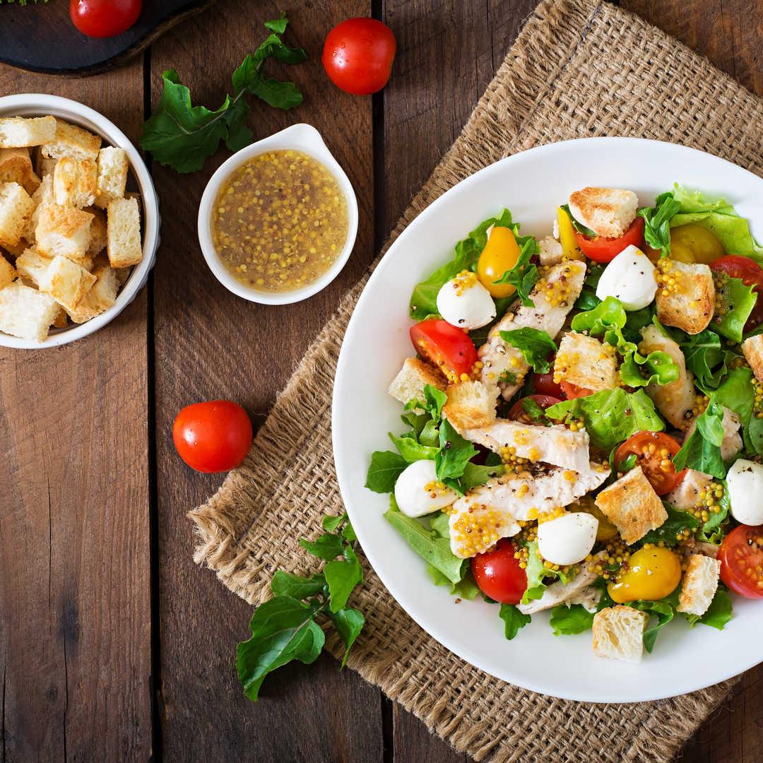 Tavuklu Diyet Salatası mı